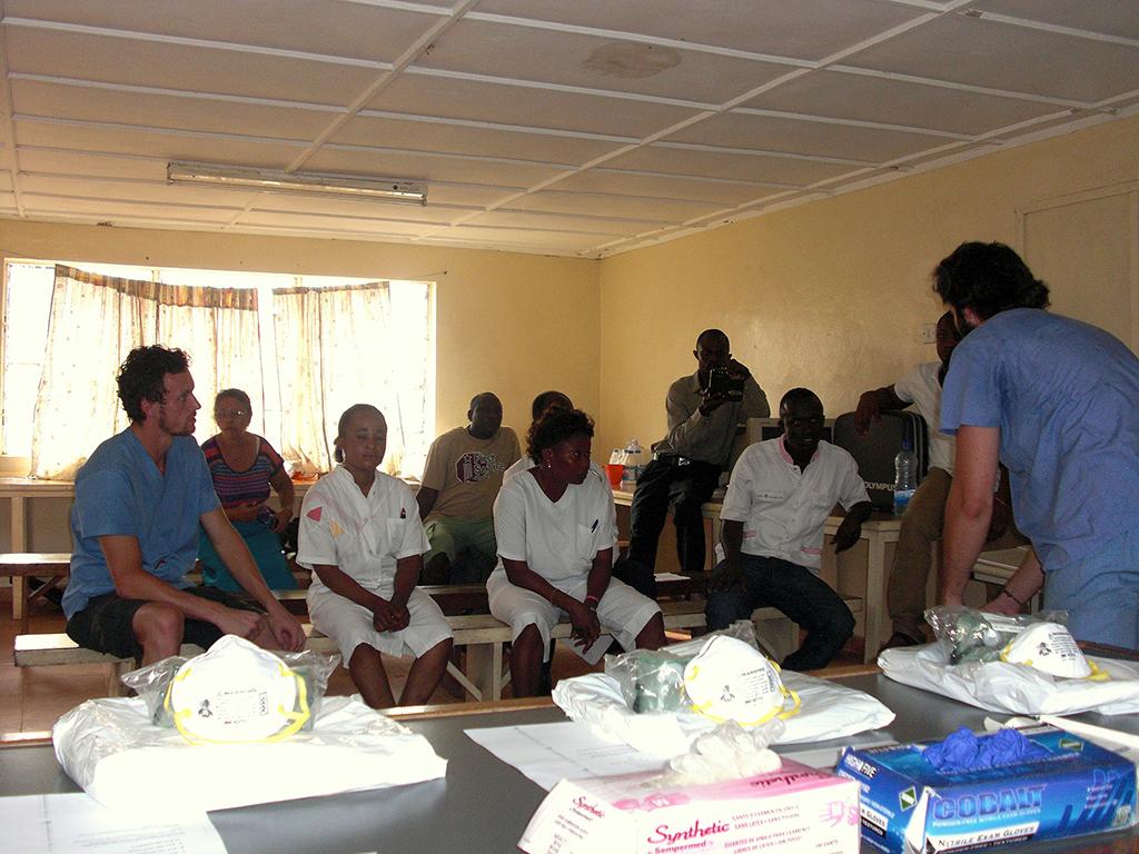 OEBPS/images/09_01_A_10_2014_Ebola_image_04.jpg