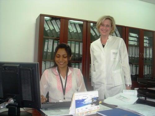 Abb. 6: Deutsche PJlerin Daniela bei der Anmeldung im Sekretariat