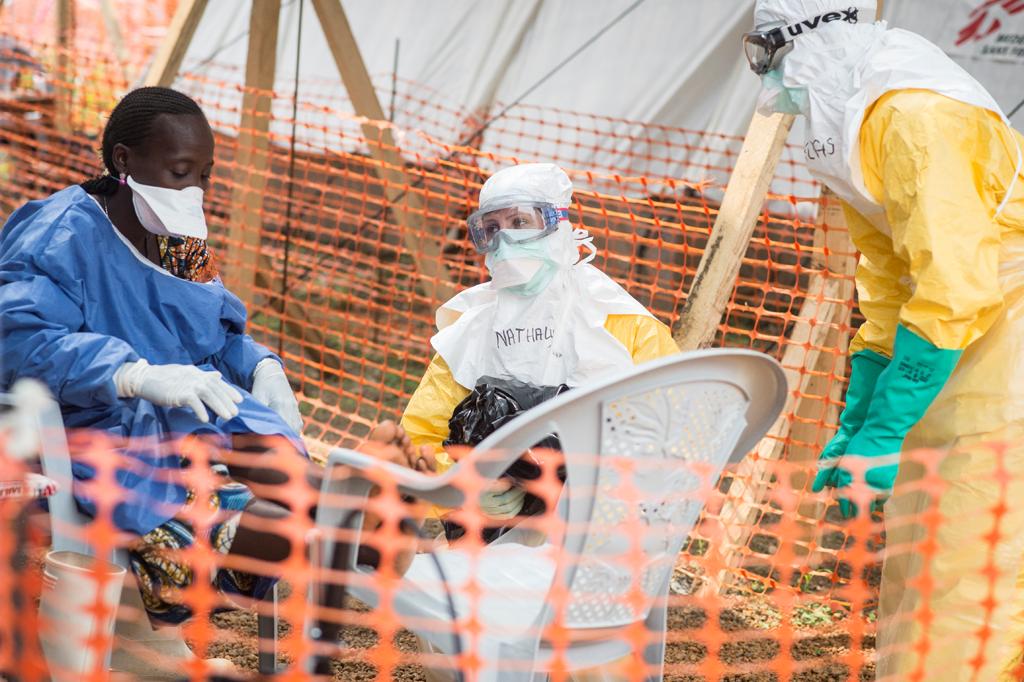 OEBPS/images/09_01_A_02_2015_Ebola_image_01_SylvainCherkaoui-Cosmos.png